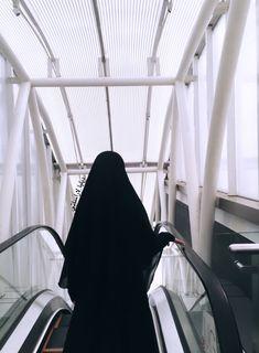 Mode Abaya, Mode Hijab, Hijab Niqab, Hijab Chic, Islamic Cartoon, Niqab Fashion, Hijabi Girl, Beautiful Hijab, Malu