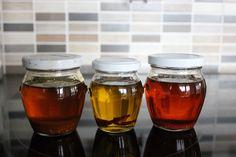 Ovlivňují rostlinné oleje naše zdraví?  Když se řekne olej, každému se vybaví lahev shustou tekutinou uvnitř. Olej je důležitá ingredience, bez které se vkuchyni neobejdeme. Požíváme jej kpřípravě mnohých pokrmů, nejen vteplé, ale i studené kuchyni. Olej vzniká lisováním semen, květů nebo stonků olejnatých rostlin. Proto existuje...