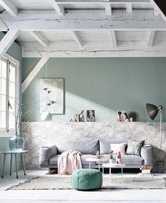 Design en betaalbaar gaan goed samen. Helemaal als je de kleuren slim op elkaar afstemt, want dan wordt alles één geheel. Bijvoorbeeld volwassen pastels als poederroze en zachtgroen. Prachtig bij wit en grijs! #marmer lambrisering