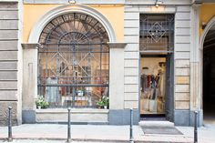 La nostra vetrina #atelieraltrecosedilu in via Cerva 8 #viacerva8 #milano :)