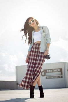 Classic 90s look - Long Button-Up Plaid Skirt - Cropped White Top - Denim Blouse