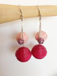 Orecchini pendenti Bead_05 con sfere in carta quilling rosa e fucsia