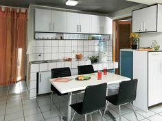 Desain Dapur dan Ruang Makan Sederhana Simple Kitchen Design, Kitchen Room Design, Kitchen Sets, Dining Room Design, Kitchen Dining, Function Room, High Quality Wallpapers, Kitchen Furniture, Table