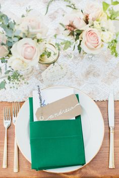 Green pops on this rustic table