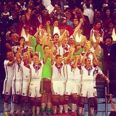 La festa della #Germania che alza al cielo la #CoppadelMondo, la quarta della loro storia calcistica. Pienamente meritata.  #Germany raises their fourth #WorldCup trophy in football history to the sky. Well deserved by the #European team!