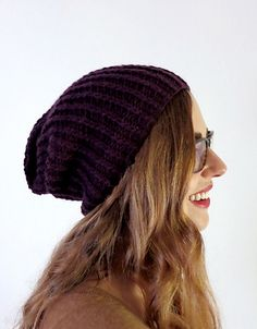 Ravelry: simple slouchy hat pattern by Julie Weisenberger
