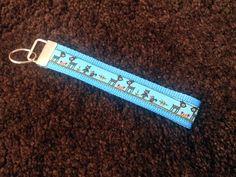 Blauer Schlüsselanhänger mit Reh-Webband von swainn.