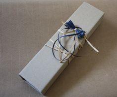 Tutorial riciclo cartone: un packaging facile ed originale https://www.passiondiy.com/tutorial-riciclo-cartone-un-packaging-facile-ed-originale/ …un #tutorial facile per creare in pochi minuti un #packaging originale, utilizzando #cartone grezzo #riciclato. Perfetto per confezionare una #collana.