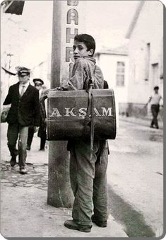 20 Black and White Vintage Photos Show Different Lives of Turkish Youth in the - ART Photography Black And White Photography Portraits, Vintage Photography, Children Photography, Couple Photography, Art Photography, Old Photos, Vintage Photos, Istanbul Pictures, Girl Silhouette