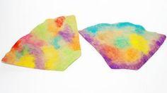 Mit Wasserfarben und ein wenig Fantasie werden selbst Filtertüten zu kleinen Kunstwerken. Eine Maltechnik, die bereits von den Kleinsten ausprobiert werden kann.