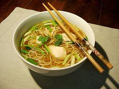Chicken soup, Chinese noodles, spring onion, ginger & coriander - Le Sot L& Laisse - - Asian Noodle Recipes, Asian Recipes, Ethnic Recipes, Easy Soups To Make, Healthy Cooking, Healthy Recipes, Eat Healthy, Exotic Food, Recipes From Heaven