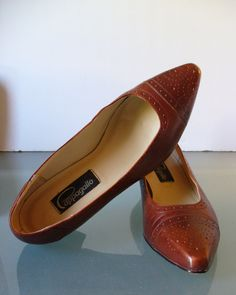 Vintage Pappagallo Wingtip Pumps Size 9M by TheOldBagOnline on Etsy