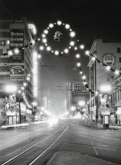 "wehadfacesthen: ""Christmas lights in downtown Los Angeles, 1928 "" Vintage Christmas Photos, Antique Christmas, Retro Christmas, Vintage Holiday, Outdoor Christmas, Vintage Photos, Christmas Christmas, Christmas History, Xmas"