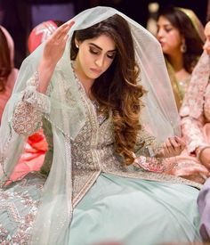 When brides go for minimal!   Makeup by @makeupbyprernakhullar    #weddingplz  #weddingphotography #photooftheday #instabride  #ootd #igers #love #instaweddings #indianbride #instamood #weddings  #weddingphotographer #weddingplzbride Pakistani Wedding Dresses, Pakistani Outfits, Indian Outfits, Bridle Dress, Bridal Makeover, Bridal Poses, Engagement Dresses, Bridal And Formal, Stylish Girl Pic