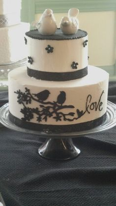 Love birds wedding cake - use dark green instead of black