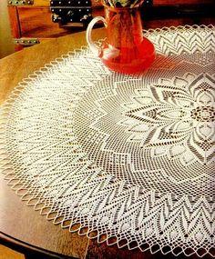 Crochet Art: Crochet Pattern of Gorgeous Doily - Pineapple Crochet Lace Crochet Mandala, Crochet Art, Crochet Round, Crochet Home, Thread Crochet, Filet Crochet, Crochet Crafts, Crochet Motif, Crochet Patterns