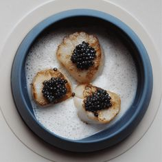Scallops with Caviar and Pancetta Cream Gourmet Recipes, New Recipes, Cooking Recipes, Caviar, Food Collage, Mets Vins, Christmas Lunch, Mouth Watering Food, Group Meals