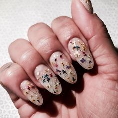 Try some of these designs and give your nails a quick makeover, gallery of unique nail art designs for any season. The best images and creative ideas for your nails. Nail Design Stiletto, Nail Design Glitter, Glitter Nails, Nail Lacquer, Nail Polish, Cute Nails, Pretty Nails, Art Visage, Design Floral