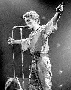 I 3 U, David Bowie Labyrinth, Paul Mccartney And Wings, Ziggy Played Guitar, Major Tom, Ziggy Stardust, Music Film, Bright Stars, Black Star