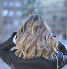 CASUAL CHIC CON JEANS DE CAMPANA  Wavy hair blonde fashion blogger Mónica Sors