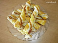 pizza tyčinky Snack Recipes, Dessert Recipes, Cooking Recipes, Desserts, Party Food And Drinks, Quick Bread, Pizza, Finger Foods, Crackers