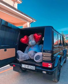 Image about love in Teddy Bears 🐻 by Joury on We Heart It Milky Nails, Cadeau Surprise, Luxury Couple, Big Teddy, Birthday Goals, Teddy Bear Pictures, Luxury Flowers, Luxe Life, Cute Cars