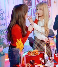Wenseul😎 Wendy Red Velvet, Red Velvet Joy, Velvet Heart, Red Velvet Seulgi, South Korean Girls, Korean Girl Groups, Kang Seulgi, Peek A Boos, These Girls