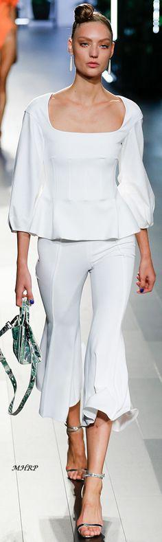 >>>Pandora Jewelry OFF! >>>Visit>> Cushnie et Ochs Spring 2018 Fashion trends Fashion designers Casual Outfits Street Styles Fashion 2018, Spring Fashion, Classic White Shirt, White Chic, Casual Outfits, Fashion Outfits, Fashion Designer, Classy Casual, Shirt Skirt