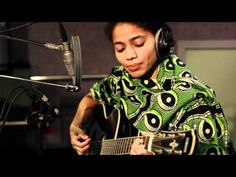 "Nneka (Worldwide/Nigeria) ""My Home R-present"" acoustic freestyle"