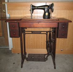 Early 1900s Singer Sphinx Treadle Sewing Machine with 5 Drawer ...