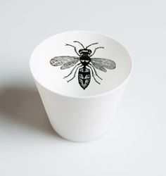 https://www.sassandbelle.co.uk/Queen Bee Tealight Holder