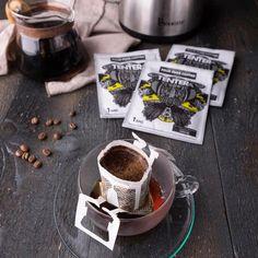 Pour-Over Coffee Bags - SUMATRA Gayo (Dark Chocolate) - Coffee vs Tea Coffee Vs Tea, Pour Over Coffee, Coffee Bags, Coffee Drinks, Macha Tea, Tea Club, Bar Fancy, Premium Coffee, Coffee Branding