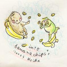 【Around midnight】バナナチップスがお気に入り。買うものによって歯ごたえが違うんだけど、いずれもじゅわってなるとこが好きです。loving banana chips! #banana #bananachips #bison #frog #animal #drawing #illustration #かえる #バイソン #動物 #おえかき #イラスト #バナナ #バナナチップス