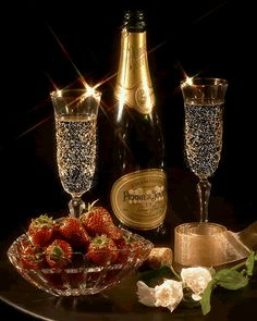 CHAMPAGNE And STRAWBERRIES ♚★Enchanted Evening♚★ ( before dropping a Strawberry in your glass, poke several small holes in it. By the time you've finished your drink, the Strawberry has soaked up the Champagne and TASTES AMAZING! Strawberry Champagne, Silvester Party, Nouvel An, New Years Eve Party, Wines, Bubbles, Happy Birthday, Birthday Wishes, Animation