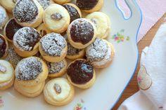 Svatební koláčky ráda peču i bez toho, aby se někdo v okolí musel vdávat či Shaped Cookie, Baking Sheet, Quick Easy Meals, Doughnut, Brown Sugar, Cookie Cutters, Muffin, Rolls, Sweets