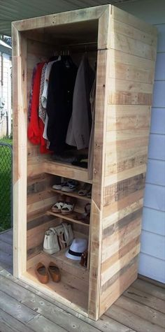 Pallet Furniture Ideas Built a Pallet Wardrobe or Pallet Closet Pallet Wardrobe, Pallet Closet, Wardrobe Closet, Pallet Crafts, Diy Pallet Projects, Wood Projects, Woodworking Projects, Pallet Ideas, Wooden Pallet Furniture