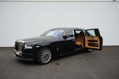 Rolls-Royce Phantom VIII Extended Wheelbase - Luxury Pulse Cars - Swaziland - For sale on LuxuryPulse.