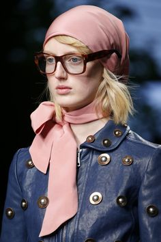 See all the Details photos from Gucci Spring/Summer 2016 Ready-To-Wear now on British Vogue Urban Fashion, High Fashion, Fashion Looks, Fashion 2020, Women's Fashion, Fashion Outfits, Runway Fashion, Spring Fashion, Phresh Out The Runway
