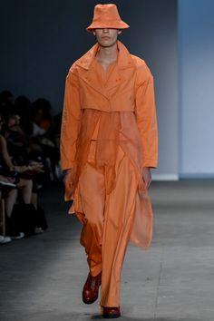 Projeto Estufa / Lucas Leão - São Paulo | Summer 2020 Raincoat, Runway, Menswear, How To Wear, Jackets, Fashion Trends, Sao Paulo, Stove, Pictures