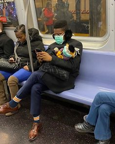 This Instagram Page Is Posting The Most Ridiculous Corona Masks Spotted On The Subway (37 Pics) Happy Memes, Pose Reference Photo, Piel Natural, Funny Pictures Can't Stop Laughing, Funny Face Mask, Run Today, Stupid People, Hate People, Bored Panda