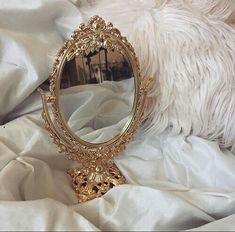 Gold has emerged as one of the most popular trends. Read more for 5 Gold Living Room Ideas for your design project. Angel Aesthetic, Gold Aesthetic, Classy Aesthetic, Aesthetic Vintage, Princess Aesthetic, Antique Boxes, Aesthetic Wallpapers, Aesthetic Pictures, Ebay