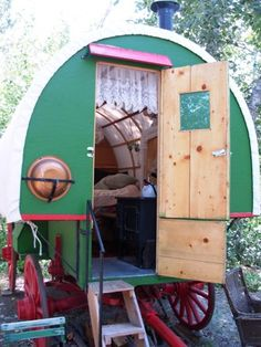 Basque sheep herders wagon USED TO SEE THESE ALOT GROWING UP , WHERE HAVE THEY ALL GONE :( Gypsy Trailer, Gypsy Caravan, Gypsy Wagon, Vintage Gypsy, Vintage Travel, Yoga Jewelry, Hippie Jewelry, Tribal Jewelry, Modern Hippie