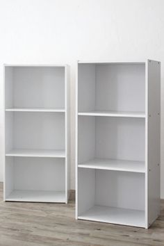 シンプルで味気ないイメージのカラーボックスですが、アイディア次第でオシャレなインテリアに早変わり。これは活用しない手はありません!初心者さんでも簡単にリメイクできますよ。 著作)フォトスタイリングジャパン http://ameblo.jp/gg-interior/