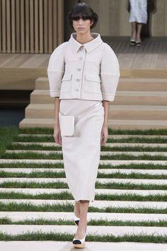 Desfile Chanel Haute Couture 2016 em 8 Fotos / 4 - Tweed Reinventado