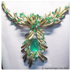 Spotted in the @mellerioditsmeller showcase, this beautiful yellow gold necklace with diamonds and emeralds. Always in love with these jewels....