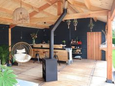 30 Waanzinnige Veranda Ideeën Although early with concept, the particular pergola has become enduring somewhat Outdoor Rooms, Outdoor Living, Outdoor Decor, Outside Bars, House With Porch, Interior Garden, Small Garden Design, Garden Inspiration, Bar Shed