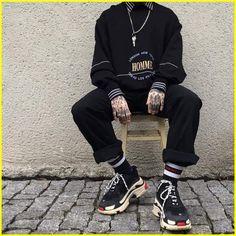 118 fabulous urban fashion shoot ideas – page 1 Fashion Mode, Urban Fashion, Look Fashion, Fashion Outfits, Rebel Fashion, Fashion Shoot, Mode Grunge, Grunge Look, Streetwear Men