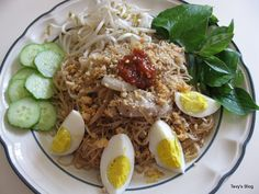 Welcome to Tevy's Kitchen: Steam Rice Noodle with Egg (Khmer Mee Kalar)