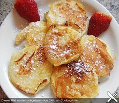 Apfelküchle, a very nice recipe from the category sweets. Cookie Desserts, No Bake Desserts, Delicious Desserts, Dessert Recipes, Yummy Food, Best Pancake Recipe, Sweet Bakery, Beignets, No Bake Cake