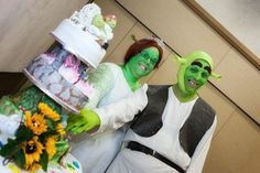 What a fairytale wedding! Couple tie the knot dressed as Shrek and Princess Fiona from the movie | Mail Online